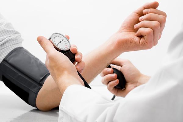 """健康快讯:老人""""血压高""""如何降压快"""